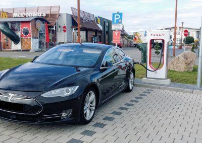 Tesla S90, DovezuAuto.cz