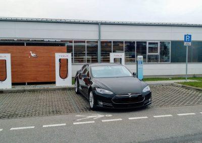 Tesla S90